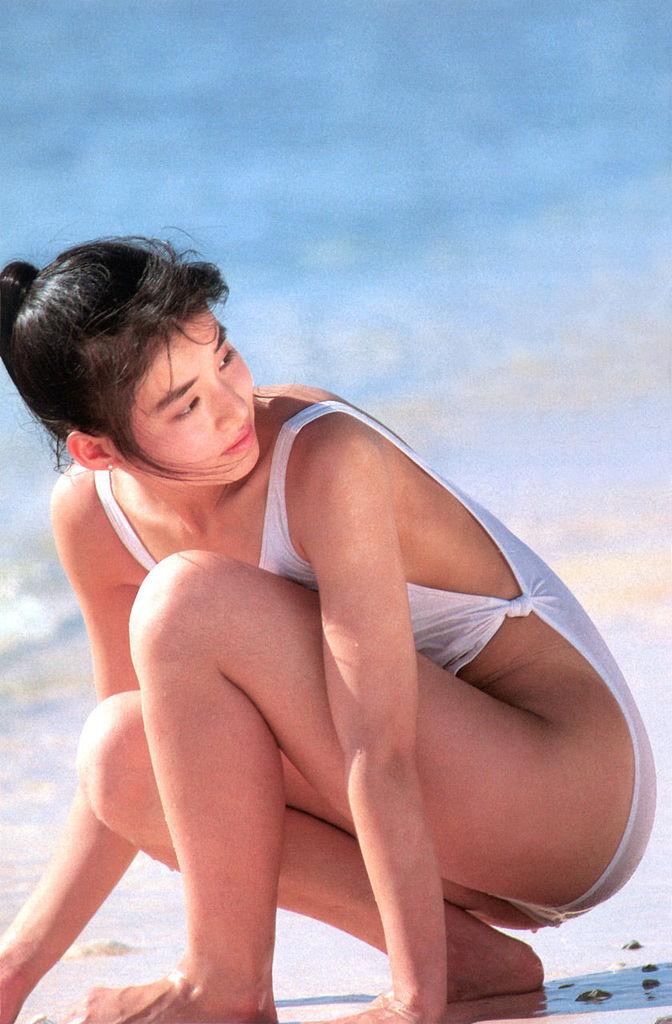 【石田ゆり子お宝画像】芸歴30年の大ベテラン女優が昔披露していたちょっとエッチな水着姿 37