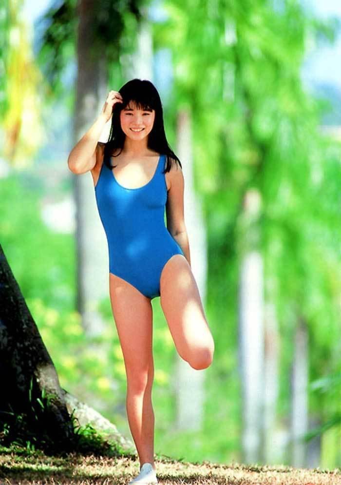 【石田ゆり子お宝画像】芸歴30年の大ベテラン女優が昔披露していたちょっとエッチな水着姿 40