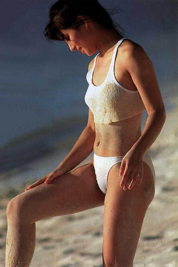 【石田ゆり子お宝画像】芸歴30年の大ベテラン女優が昔披露していたちょっとエッチな水着姿 43