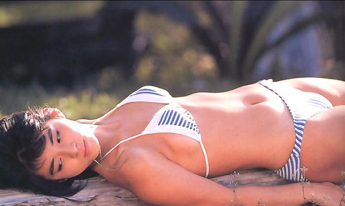 【石田ゆり子お宝画像】芸歴30年の大ベテラン女優が昔披露していたちょっとエッチな水着姿 63