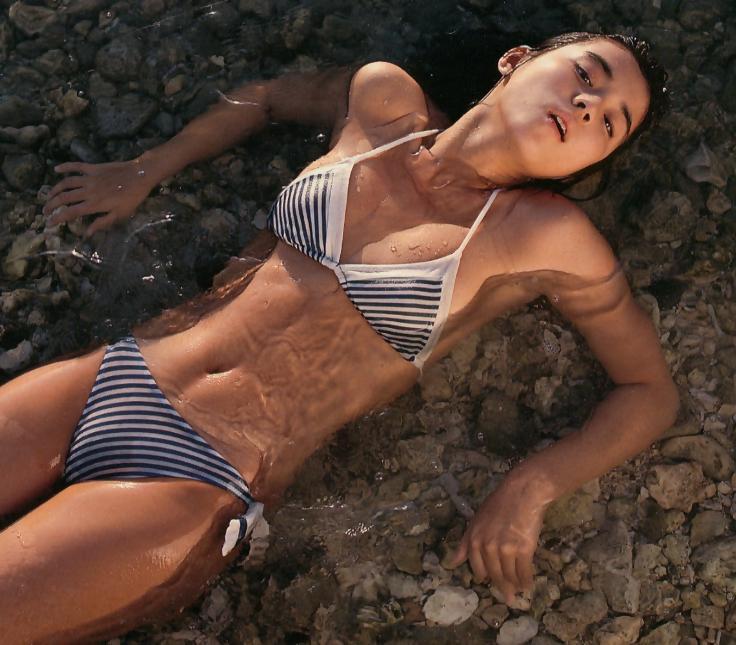 【石田ゆり子お宝画像】芸歴30年の大ベテラン女優が昔披露していたちょっとエッチな水着姿 68