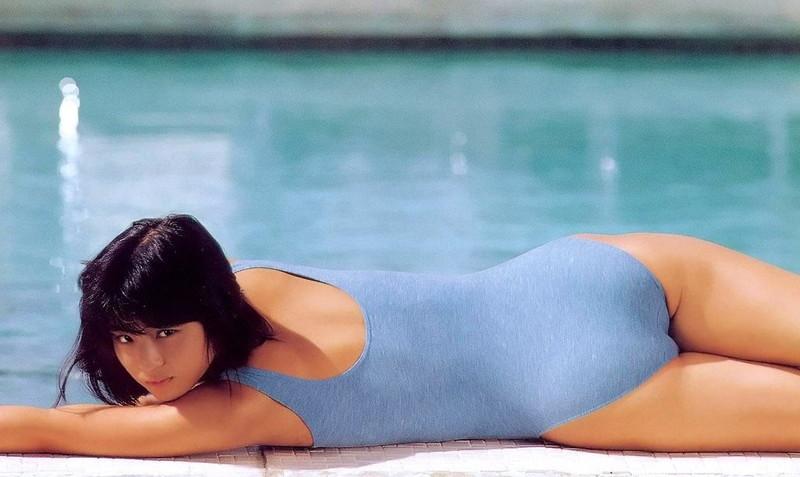 【石田ゆり子お宝画像】芸歴30年の大ベテラン女優が昔披露していたちょっとエッチな水着姿 71