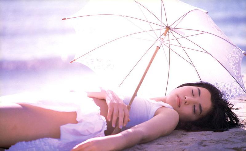【石田ゆり子お宝画像】芸歴30年の大ベテラン女優が昔披露していたちょっとエッチな水着姿 72