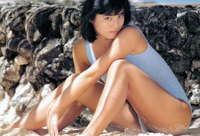 【石田ゆり子お宝画像】芸歴30年の大ベテラン女優が昔披露していたちょっとエッチな水着姿 79