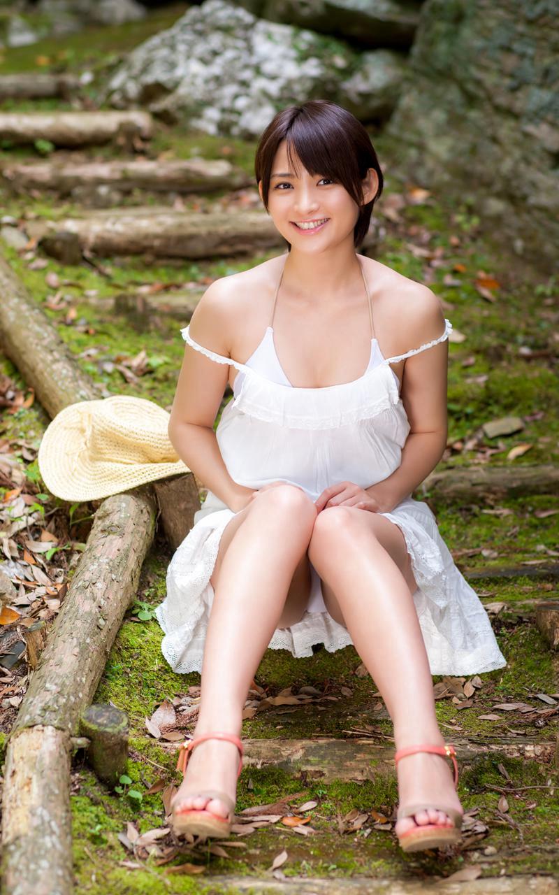【鈴木咲エロ画像】Aカップ微乳ながらスレンダーボディが結構エロいアラサー美女 50