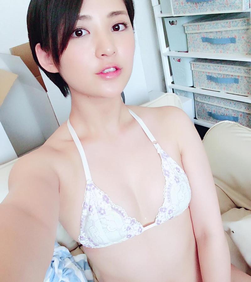 【鈴木咲エロ画像】Aカップ微乳ながらスレンダーボディが結構エロいアラサー美女 70