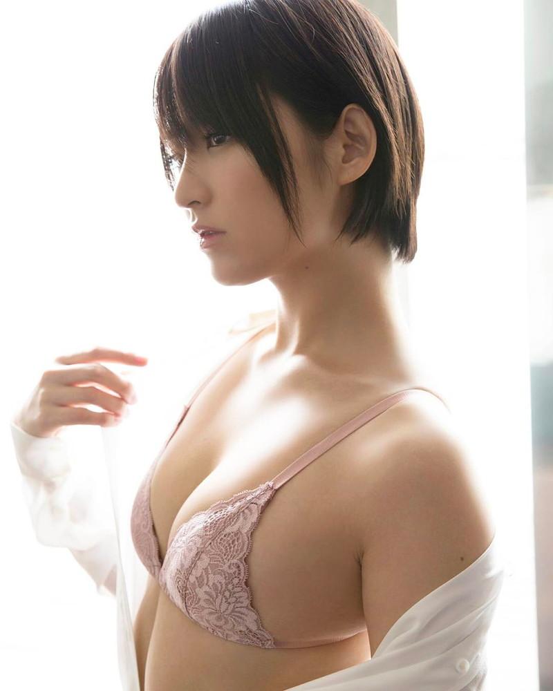【鈴木咲エロ画像】Aカップ微乳ながらスレンダーボディが結構エロいアラサー美女 80
