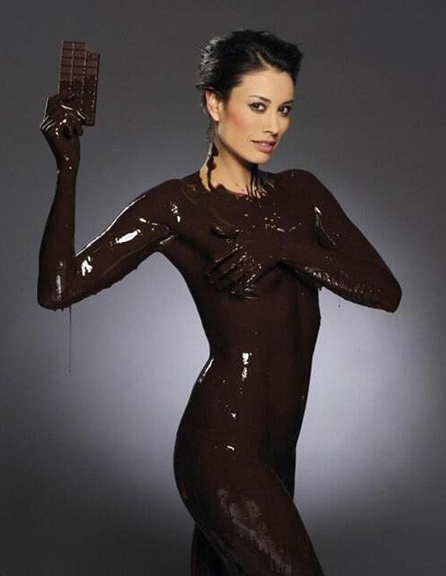 【バレンタインエロ画像】普通のセックスに飽きて裸にチョコレートを塗っちゃった女子wwww 21