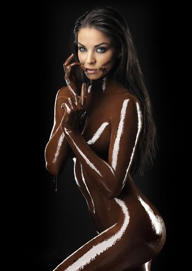 【バレンタインエロ画像】普通のセックスに飽きて裸にチョコレートを塗っちゃった女子wwww 24