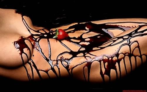 【バレンタインエロ画像】普通のセックスに飽きて裸にチョコレートを塗っちゃった女子wwww 28