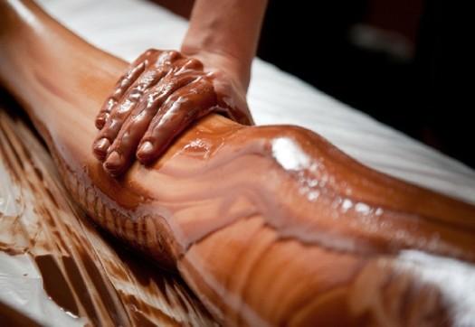 【バレンタインエロ画像】普通のセックスに飽きて裸にチョコレートを塗っちゃった女子wwww 33