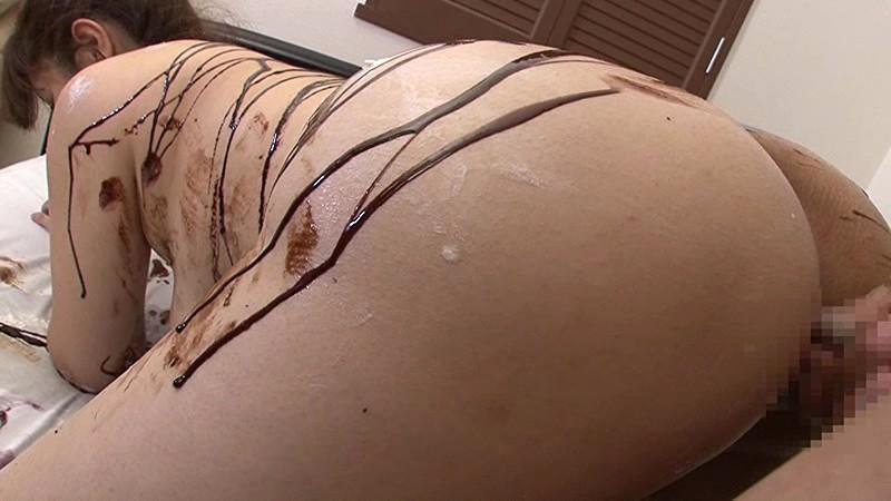 【バレンタインエロ画像】普通のセックスに飽きて裸にチョコレートを塗っちゃった女子wwww 58