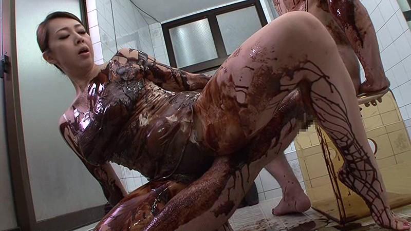 【バレンタインエロ画像】普通のセックスに飽きて裸にチョコレートを塗っちゃった女子wwww 66