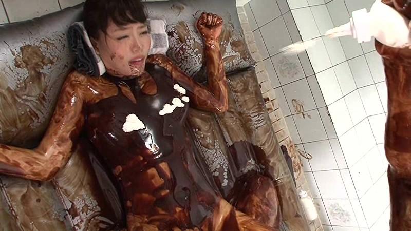 【バレンタインエロ画像】普通のセックスに飽きて裸にチョコレートを塗っちゃった女子wwww 67