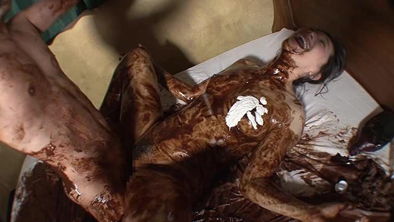 【バレンタインエロ画像】普通のセックスに飽きて裸にチョコレートを塗っちゃった女子wwww 68