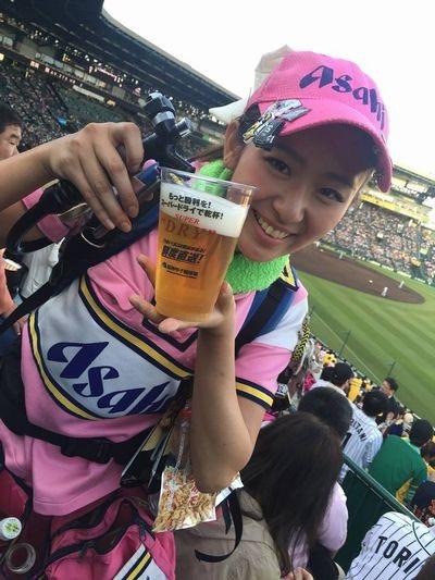 【可愛いビール売り子画像】タレントの登竜門にもなりそうな可愛いビール売り子 41
