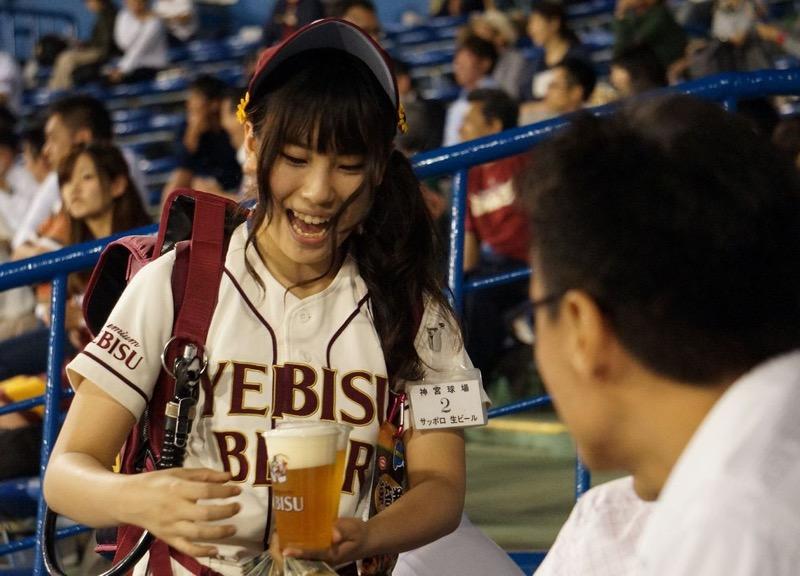 【可愛いビール売り子画像】タレントの登竜門にもなりそうな可愛いビール売り子 61