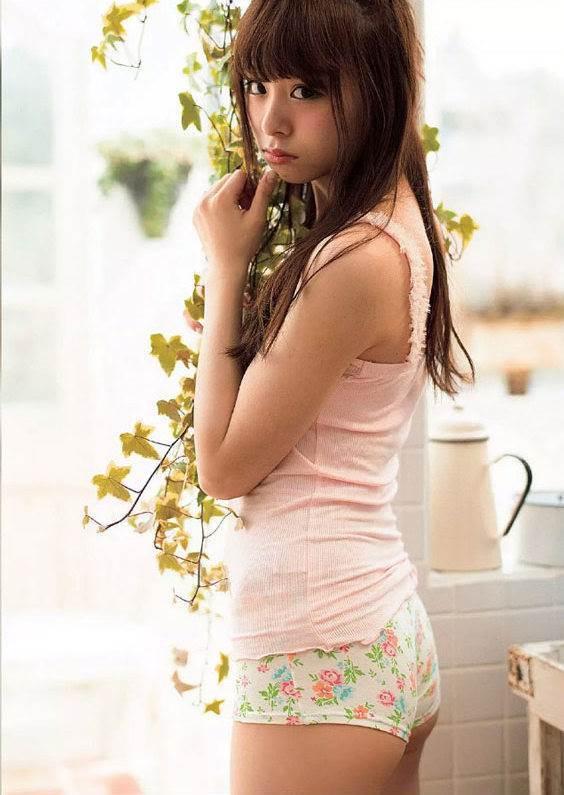 【佐藤麗奈グラビア画像】童顔系アイドルが披露する健康的でエッチなビキニ&下着姿 13