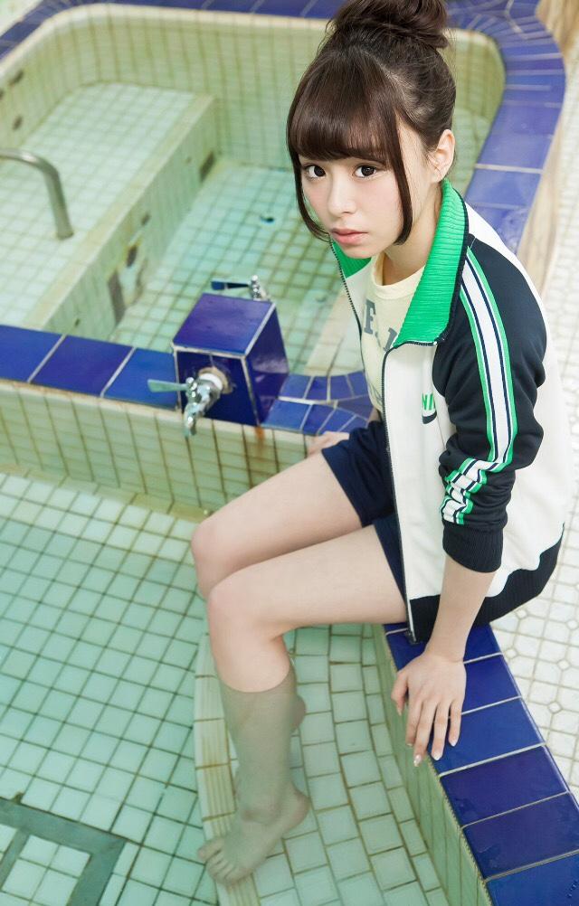 【佐藤麗奈グラビア画像】童顔系アイドルが披露する健康的でエッチなビキニ&下着姿 19