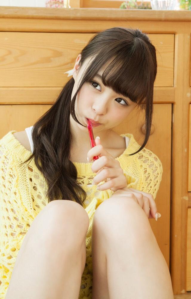【佐藤麗奈グラビア画像】童顔系アイドルが披露する健康的でエッチなビキニ&下着姿 25
