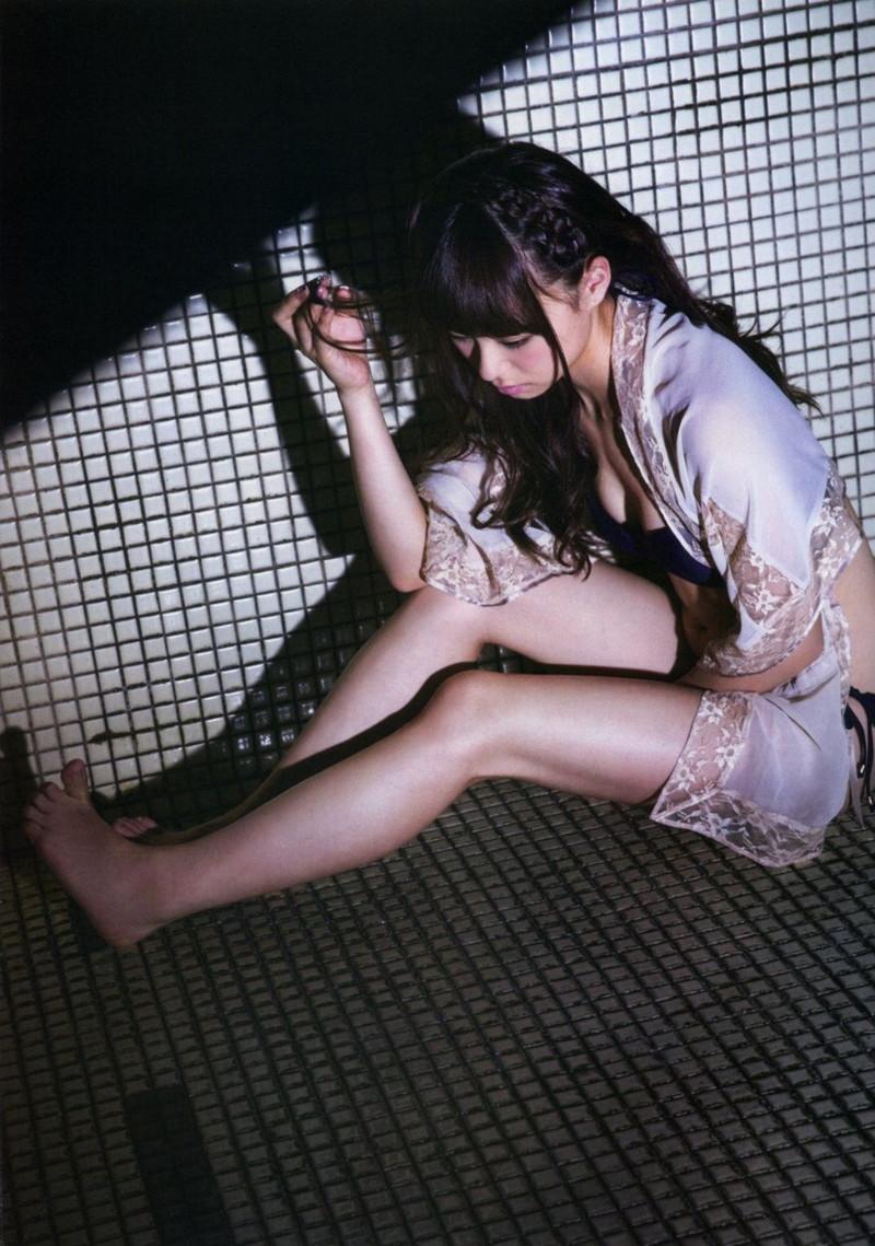 【佐藤麗奈グラビア画像】童顔系アイドルが披露する健康的でエッチなビキニ&下着姿 50
