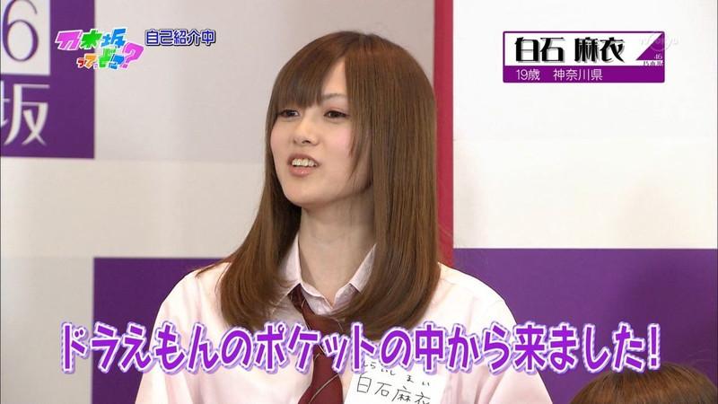 【放送事故画像】乃木坂46アイドルがひな壇でパンチラしそうになった瞬間がこちら 07