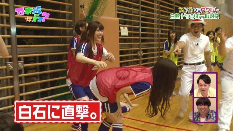 【放送事故画像】乃木坂46アイドルがひな壇でパンチラしそうになった瞬間がこちら 17
