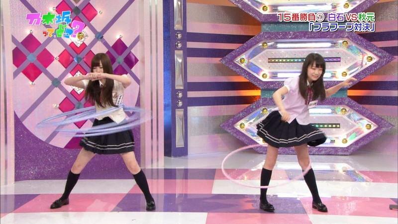 【放送事故画像】乃木坂46アイドルがひな壇でパンチラしそうになった瞬間がこちら 18