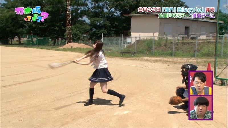 【放送事故画像】乃木坂46アイドルがひな壇でパンチラしそうになった瞬間がこちら 19