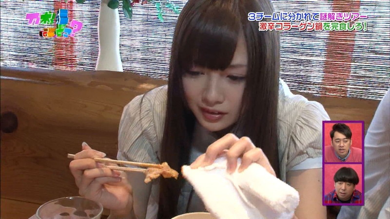 【放送事故画像】乃木坂46アイドルがひな壇でパンチラしそうになった瞬間がこちら 21