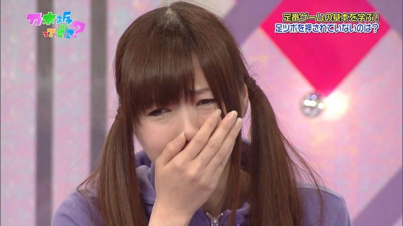 【放送事故画像】乃木坂46アイドルがひな壇でパンチラしそうになった瞬間がこちら 22