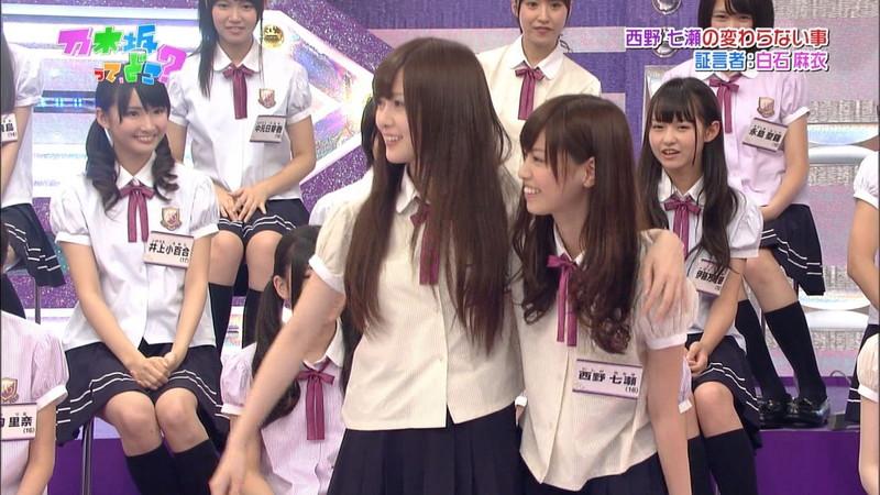 【放送事故画像】乃木坂46アイドルがひな壇でパンチラしそうになった瞬間がこちら 25