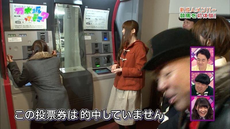 【放送事故画像】乃木坂46アイドルがひな壇でパンチラしそうになった瞬間がこちら 32