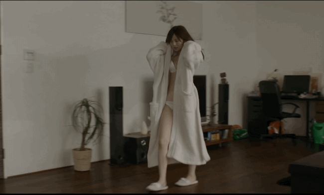 【放送事故画像】乃木坂46アイドルがひな壇でパンチラしそうになった瞬間がこちら 62