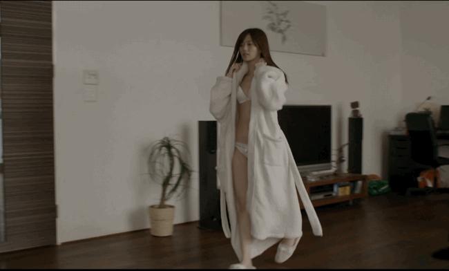 【放送事故画像】乃木坂46アイドルがひな壇でパンチラしそうになった瞬間がこちら 64