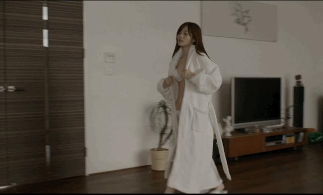 【放送事故画像】乃木坂46アイドルがひな壇でパンチラしそうになった瞬間がこちら 65