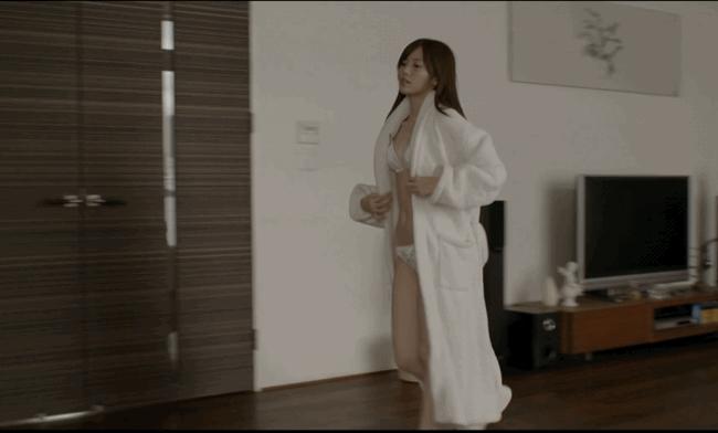 【放送事故画像】乃木坂46アイドルがひな壇でパンチラしそうになった瞬間がこちら 66