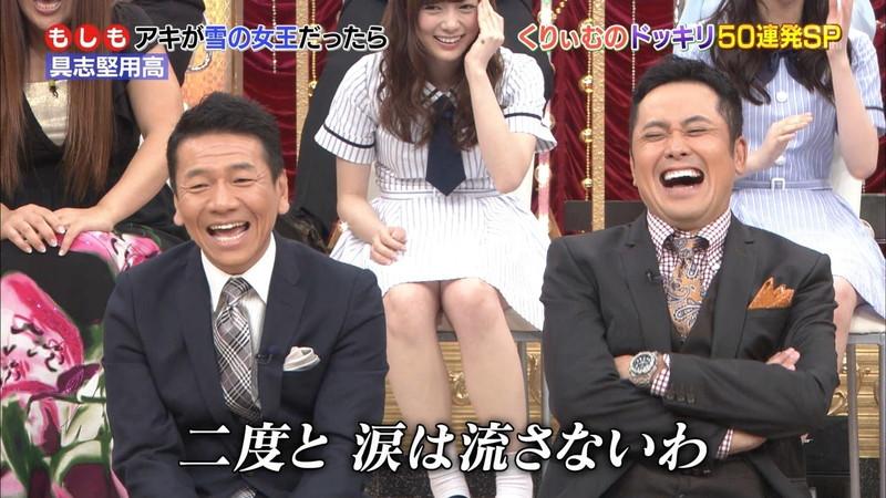 【放送事故画像】乃木坂46アイドルがひな壇でパンチラしそうになった瞬間がこちら 70