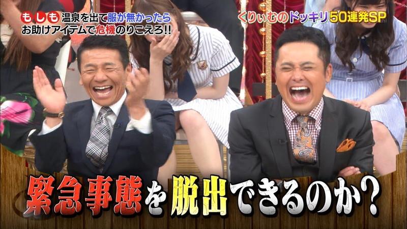 【放送事故画像】乃木坂46アイドルがひな壇でパンチラしそうになった瞬間がこちら 71
