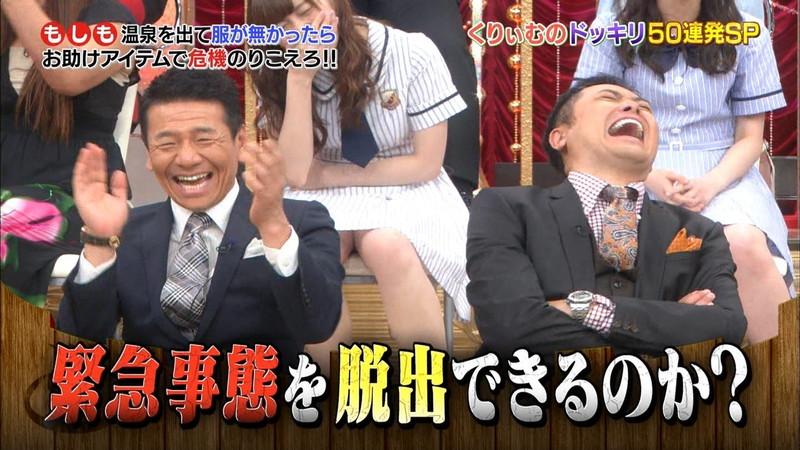 【放送事故画像】乃木坂46アイドルがひな壇でパンチラしそうになった瞬間がこちら 72