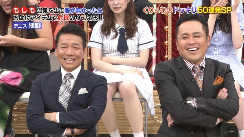 【放送事故画像】乃木坂46アイドルがひな壇でパンチラしそうになった瞬間がこちら 76
