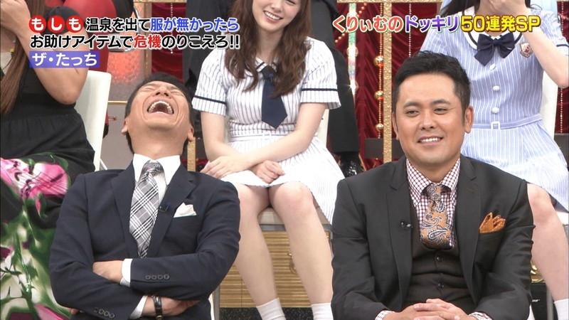 【放送事故画像】乃木坂46アイドルがひな壇でパンチラしそうになった瞬間がこちら 77