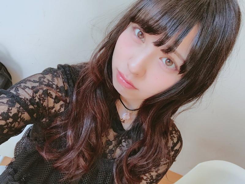 【沖口優奈エロ画像】アイドルグループでリーダーやってる谷間がエロい女の子