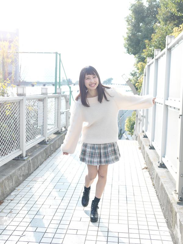 【沖口優奈エロ画像】アイドルグループでリーダーやってる谷間がエロい女の子 03