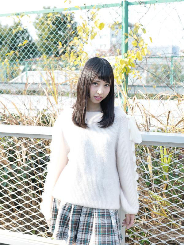 【沖口優奈エロ画像】アイドルグループでリーダーやってる谷間がエロい女の子 05