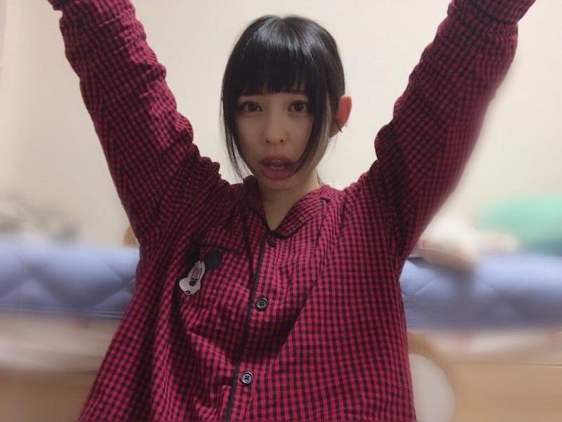 【沖口優奈エロ画像】アイドルグループでリーダーやってる谷間がエロい女の子 75