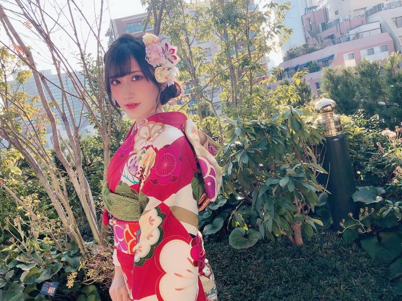 【西澤瑠莉奈エロ画像】20歳の節目でNMB48からの卒業を決めたって見切りが早いなw 75