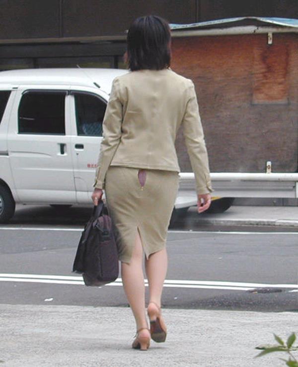 【素人ハプニング画像】海やプールや街中でポロリしちゃった素人娘! 39