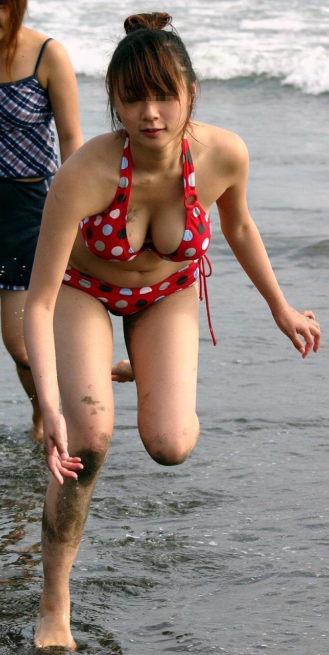 【素人ハプニング画像】海やプールや街中でポロリしちゃった素人娘! 55