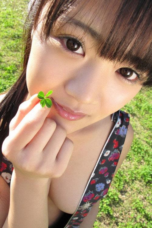 【東江ひかりグラビア画像】童顔アイドルにこんなエロい格好させちゃってチンコ勃つわwwww 22